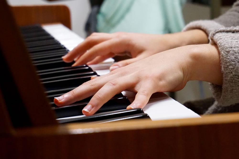 music-piano-hands-75149